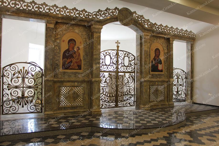 Мраморный иконостас в нижний храм